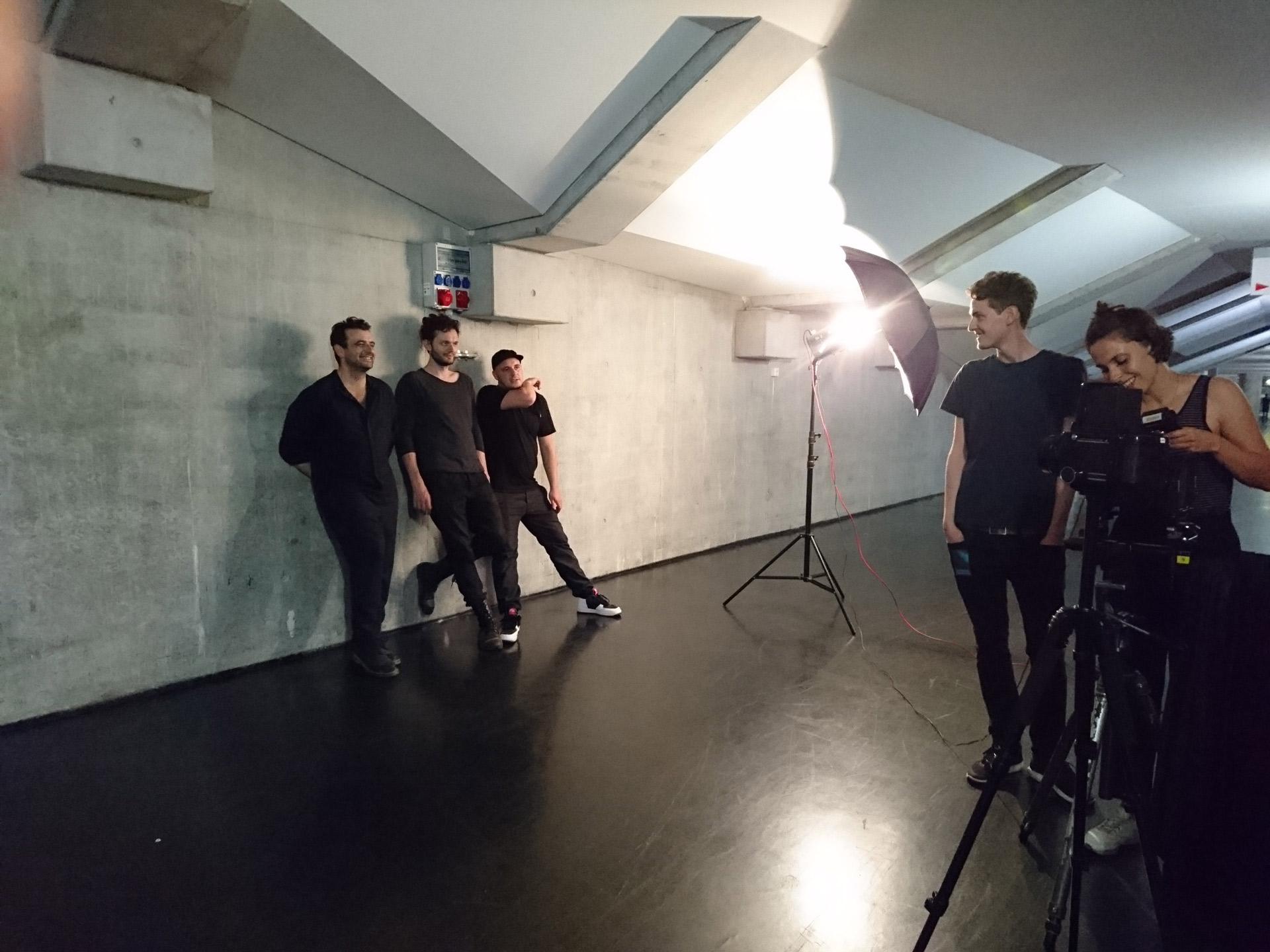 Nora Lina Merten bei ihrem exclusiven Shooting mit MODERAT, 5 min nach deren Auftritt am 5. Juni im Velodrom Berlin © Team N.L.M. / F.D. 2016